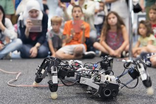 Des cours de robotique pour des enfants sourds et malentendants