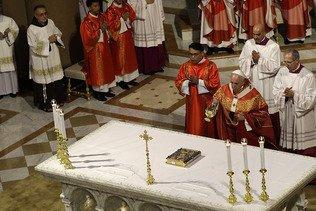Le pape invite à s'ouvrir aux jeunes obsédés par le consumérisme