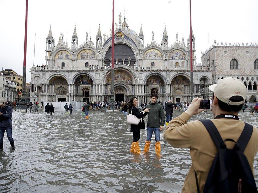 Venise touchée par une marée haute historique