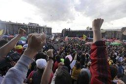 Plusieurs milliers de manifestants contre le gouvernement
