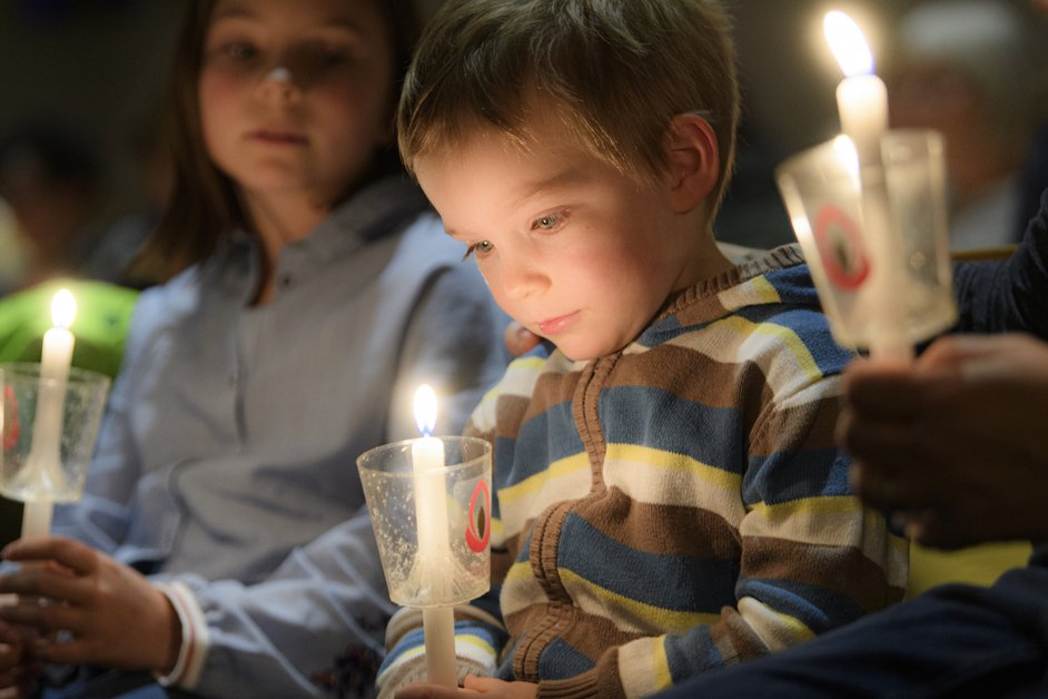 La flamme de la paix à l'église Saint-Paul