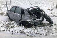 Une voiture percute un poids lourd