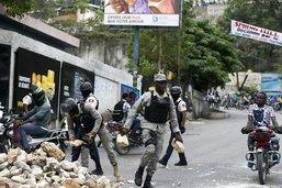 Capitale sonnée après des violences entre policiers et militaires