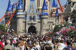 Disney ferme ses parcs aux Etats-Unis et en France