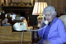 La reine Elisabeth II va saluer le comportement des Britanniques