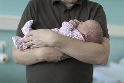 Bulle double la durée du congé-paternité