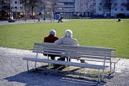 Les aînés qui sortent inquiètent