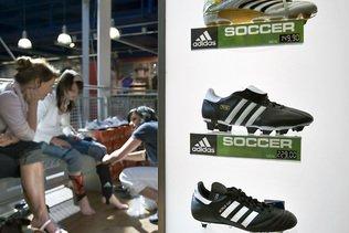 Coronavirus: les ventes d'Adidas chutent de 85% en Chine