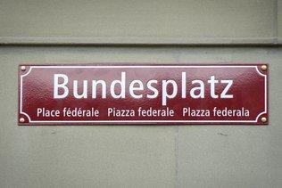 Place fédérale: panneau désormais en quatre langues
