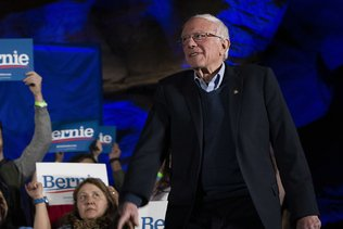 Le socialiste Sanders en super-favori, démocrates modérés inquiets