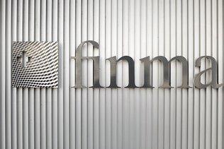 Trois plans d'urgence sur cinq insuffisants, estime la Finma