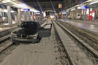 Entrée en gare remarquée d'une auto à St-Gall: 0,76 mg/l d'alcool