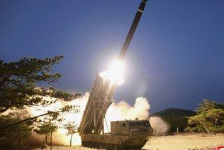 """Tirs nord-coréens: des lanceurs de roquettes de """"gros calibre"""""""