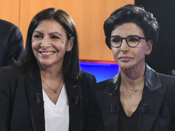 La liste emmenée par Anne Hidalgo (à gauche) arrive largement en tête des intentions de vote au second tour devant celle de Rachida Dati (à droite) (archives). © KEYSTONE/EPA/BERTRAND GUAY / POOL