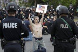 Los Angeles réduit le budget de sa police