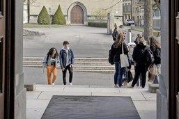 Les étudiants en ordre dispersé