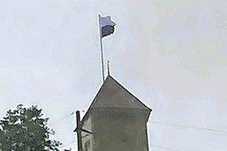 La tour a mis son drapeau à l'envers