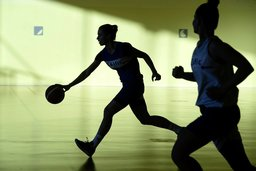 Le sport sort de l'ombre