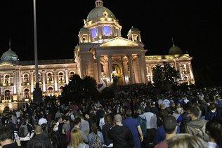 Manifestations tendues après l'annonce d'un couvre-feu antivirus