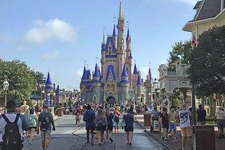 Disney World rouvre, en pleine flambée du coronavirus en Floride