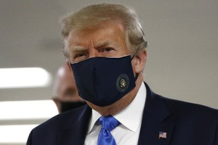 Trump porte un masque en public pour la première fois