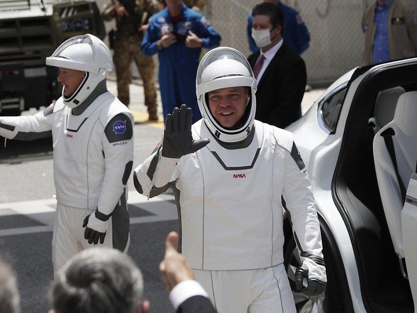 Les astronautes prêts à partir dans l'espace avec une fusée SpaceX