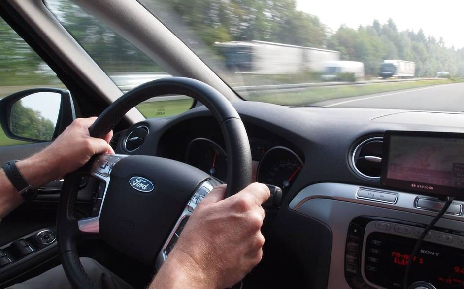 Ivre et drogué, il conduisait sans permis un véhicule volé
