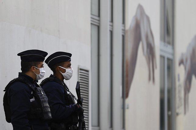 """Attaque au hachoir à Paris: le suspect """"assume son acte"""""""