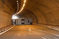 Un camping-car se renverse dans le tunnel d'Avry