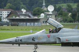 Un large comité lance sa campagne pour les avions de combat