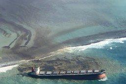 Du fioul s'écoule à nouveau du bateau échoué près de l'île Maurice