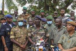 Un colonel chef à Bamako après le coup d'Etat dénoncé à l'étranger