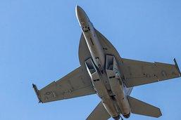 """Les Suisses disent """"oui"""" de justesse aux nouveaux avions de combat"""