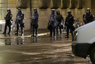 Place fédérale: la police évacue les manifestants