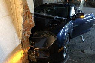 Un automobiliste emboutit le mur d'une maison à Seiry