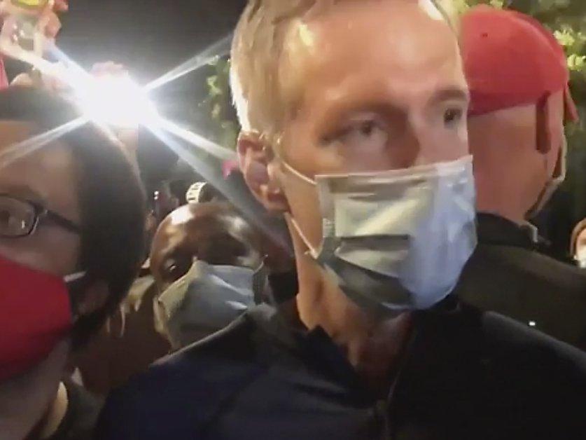 Le maire de Portland aspergé de gaz lacrymogène lors d'une manif ...