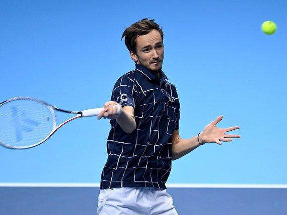 Djokovic fait plier Zverev et se hisse en demi-finales — Masters