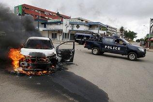 La Côte d'Ivoire plonge dans la crise préélectorale: sept morts