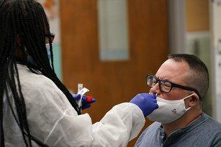 Nouveau record de contaminations aux Etats-Unis à Election J-4