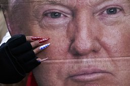 """Assaut du Capitole: Trump, l'""""incitateur en chef"""", dit l'accusation"""