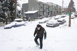 A 90 ans, une Américaine marche 10 km dans la neige être vaccinée