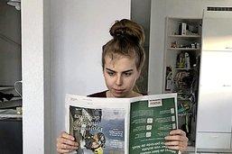 Lire le journal, un rituel de jeunes