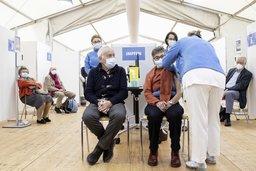 Vaccination: le tempo suisse est jugé trop lent