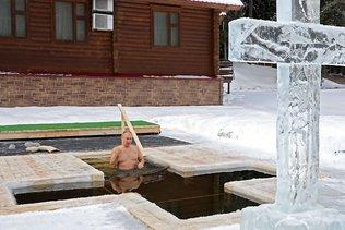 Pour l'Epiphanie orthodoxe, Poutine se baigne dans l'eau glacée