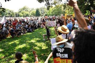 """Des milliers d'Australiens dénoncent la """"journée de l'invasion"""""""