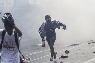 Tirs à balles réelles contre les manifestants en Birmanie