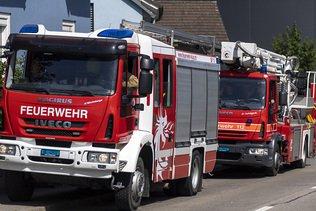 Site industriel en feu à Hinwil (ZH), près des voies ferroviaires