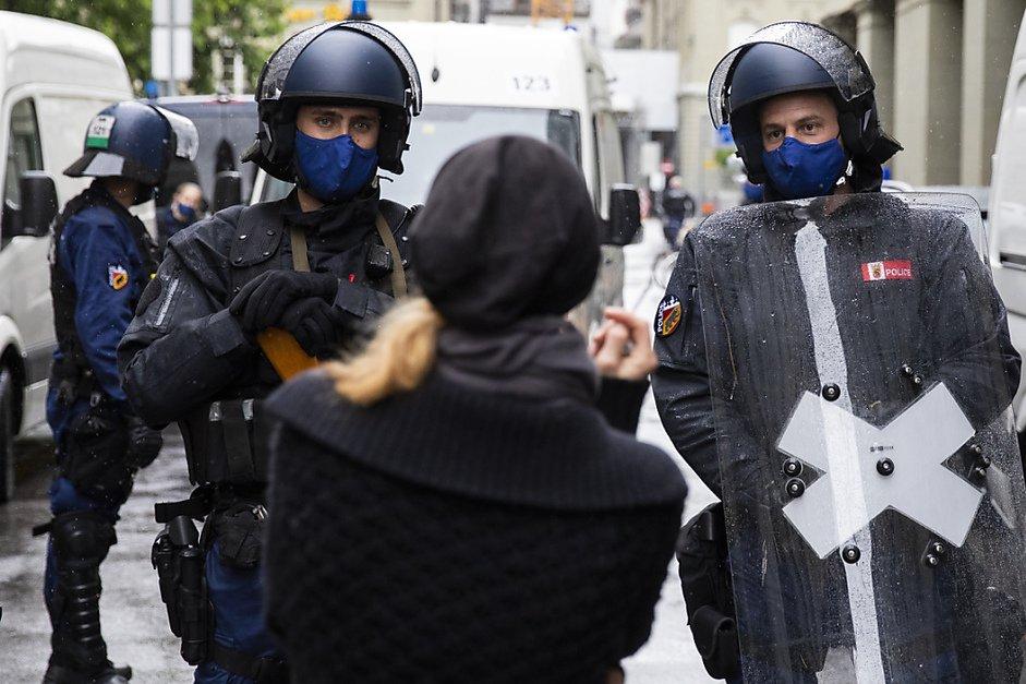 La police empêche une manifestation anti-masques à Berne