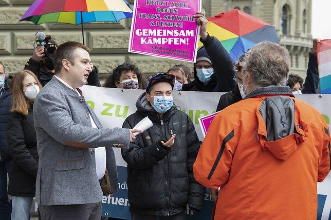 """Plus de 59'000 signatures contre le """"mariage pour tous"""""""