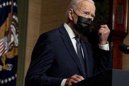 """Biden sanctionne la Russie mais appelle Poutine à la """"désescalade"""""""